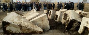 Шестой день протеста. На Николаевщине селяне продолжают блокировать уничтоженную дорогу
