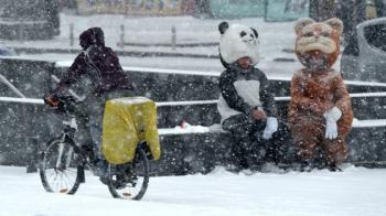 Синоптики предупредили об ухудшении погоды: когда Украину начнет заметать снегом