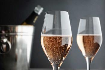 Уряд підвищує мінімальну роздрібну ціну на ігристі вина