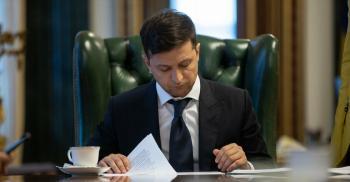 Зеленский подписал закон о возобновлении выплаты больничных