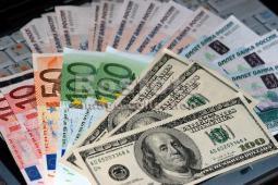 Гривна умирает, Франция отказывается от евро, а украинцам советуют отказаться от валют