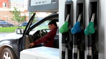 АЗС опустили цены на горючее: чего ждать автовладельцам в августе