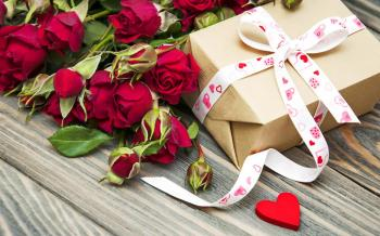 """Без повода: 5 вариантов ювелирных подарков """"просто так"""" и 10 необычных способов их вручения"""