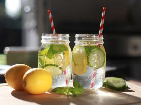Почему полезно пить теплую воду с добавлением цитрусовых: 8 плюсов для здоровья