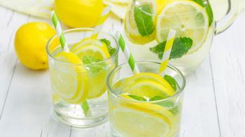 Лимонна вода: що напій робить з організмом