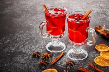 Облепиха, клюква и пряности: лучшие рецепты согревающих осенних напитков для здоровья