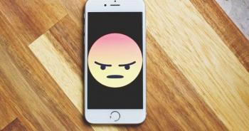 """П'ять типів додатків, які """"вбивають"""" смартфон"""
