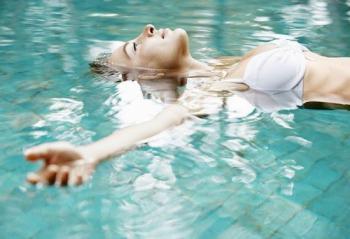 Лікарі розповіли, які хвороби можна вилікувати плаванням
